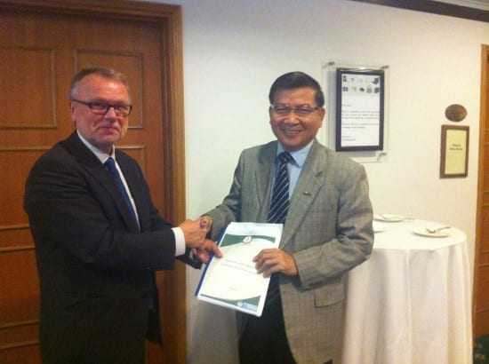 State secretary in the MoH with the first draft of the alcohol policy. Towards #LifeSetFree also in Cambodia